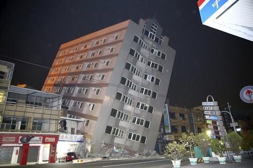 Đài Loan tan hoang sau trận động đất ngay trước thềm năm mới - ảnh 1