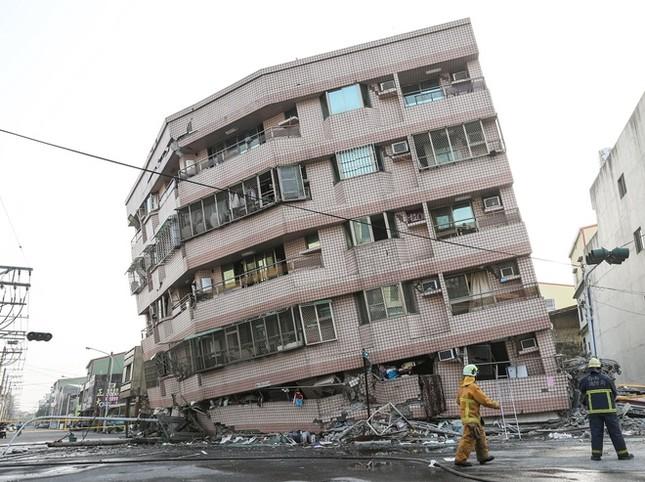 Đài Loan tan hoang sau trận động đất ngay trước thềm năm mới - ảnh 2