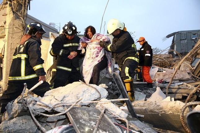 Đài Loan tan hoang sau trận động đất ngay trước thềm năm mới - ảnh 4