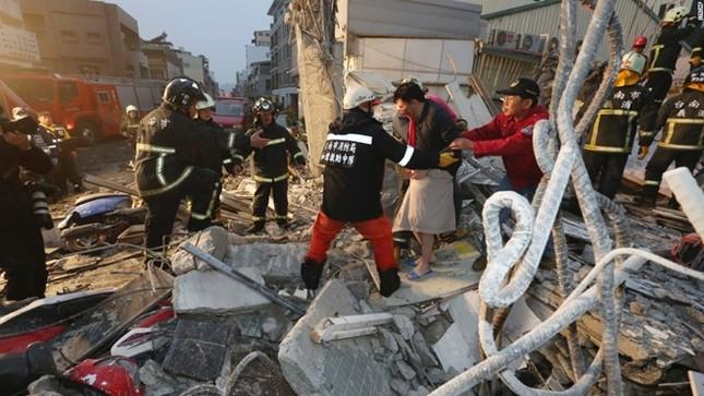 Đài Loan tan hoang sau trận động đất ngay trước thềm năm mới - ảnh 11