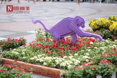 Đường hoa Nguyễn Huệ ngập tràn sắc xuân ngày khai hội - ảnh 11