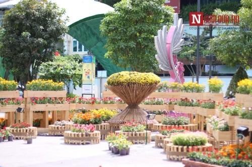 Đường hoa Nguyễn Huệ ngập tràn sắc xuân ngày khai hội - ảnh 18