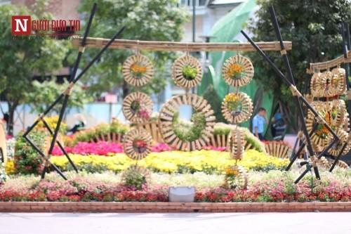 Đường hoa Nguyễn Huệ ngập tràn sắc xuân ngày khai hội - ảnh 20