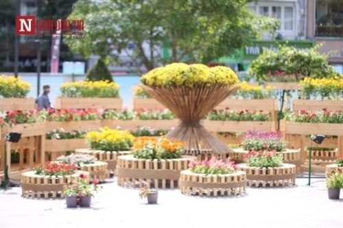 Đường hoa Nguyễn Huệ ngập tràn sắc xuân ngày khai hội - ảnh 21
