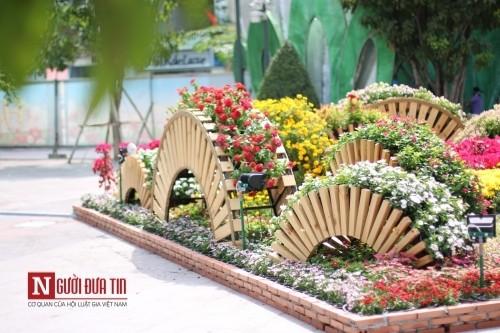 Đường hoa Nguyễn Huệ ngập tràn sắc xuân ngày khai hội - ảnh 24
