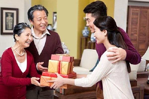 4 quy tắc vàng cho các nàng dâu đón Tết đầu tiên ở nhà chồng - ảnh 1