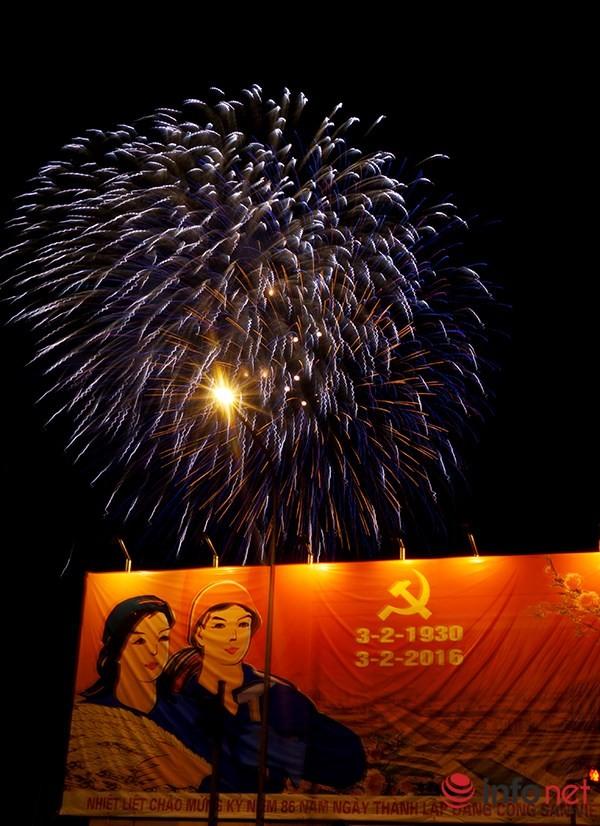 Pháo hoa tuyệt đẹp tại Hà Nội chào đón năm mới Bính Thân 2016 - ảnh 9