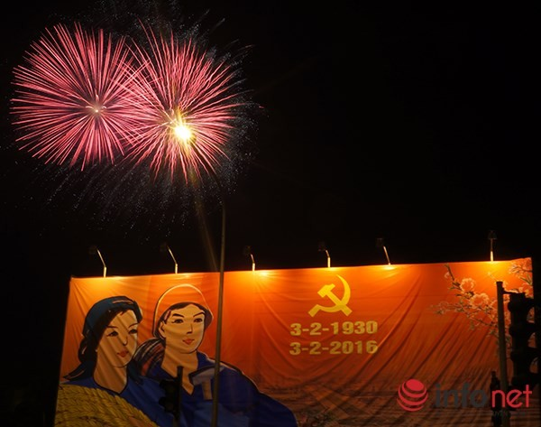 Pháo hoa tuyệt đẹp tại Hà Nội chào đón năm mới Bính Thân 2016 - ảnh 5
