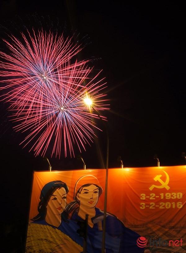 Pháo hoa tuyệt đẹp tại Hà Nội chào đón năm mới Bính Thân 2016 - ảnh 7