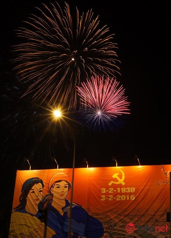 Pháo hoa tuyệt đẹp tại Hà Nội chào đón năm mới Bính Thân 2016 - ảnh 3