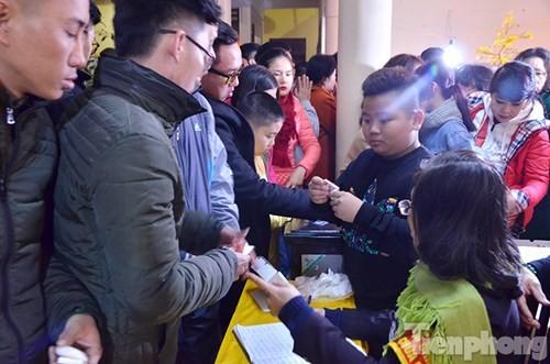 Người Hà Nội lễ chùa đầu năm mới Bính Thân 2016 - ảnh 11