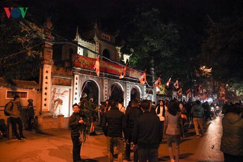 Ngày mùng 1 Tết với người dân Thủ đô Hà Nội - ảnh 1