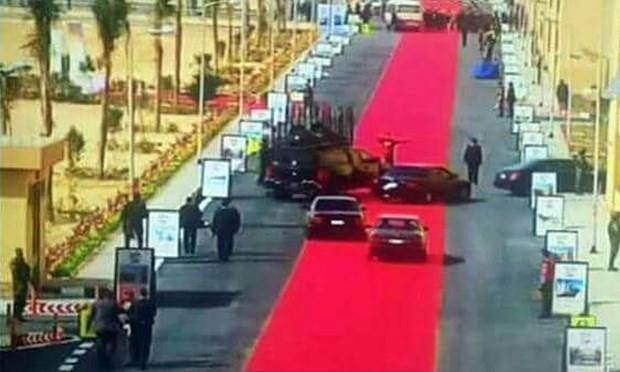 Ai Cập: Người dân phẫn nộ vì thảm đỏ dài 4 km đón Tổng thống - ảnh 1