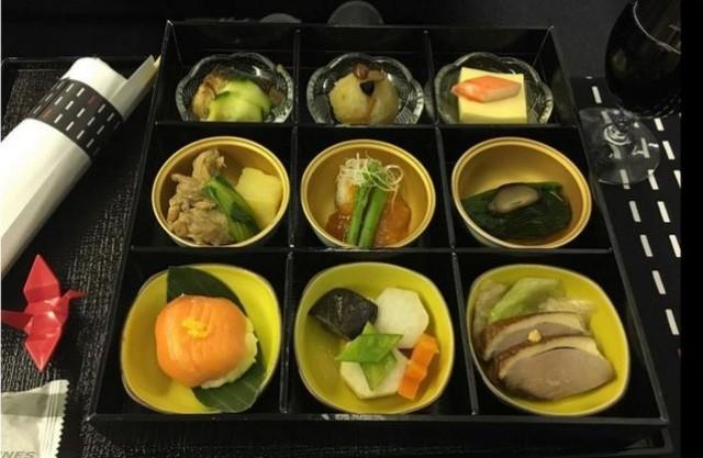 Sự khác biệt về các bữa ăn giữa các hãng máy bay trên thế giới - ảnh 2