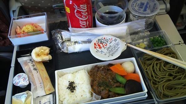 Sự khác biệt về các bữa ăn giữa các hãng máy bay trên thế giới - ảnh 12