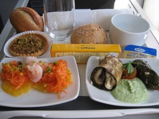 Sự khác biệt về các bữa ăn giữa các hãng máy bay trên thế giới - ảnh 3
