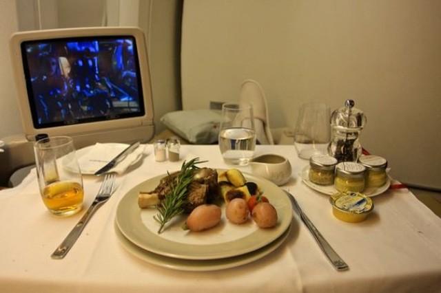 Sự khác biệt về các bữa ăn giữa các hãng máy bay trên thế giới - ảnh 4