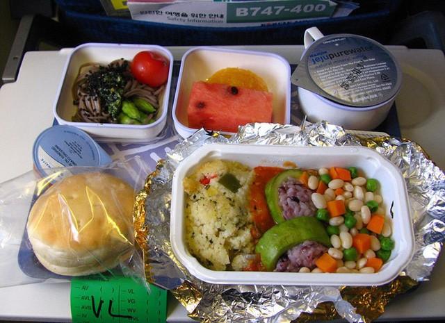Sự khác biệt về các bữa ăn giữa các hãng máy bay trên thế giới - ảnh 9