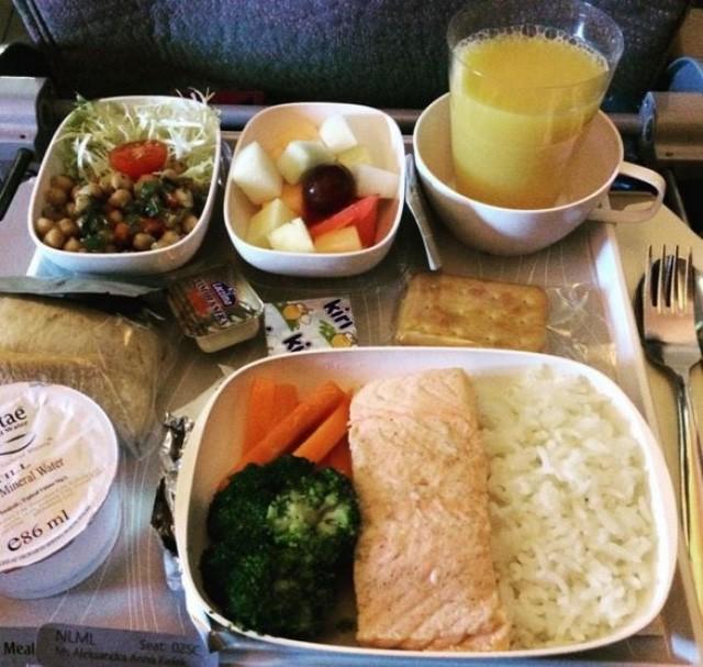 Sự khác biệt về các bữa ăn giữa các hãng máy bay trên thế giới - ảnh 5