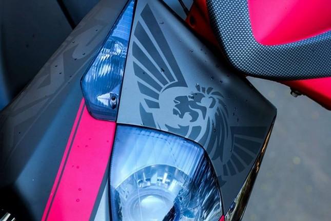 Honda Dylan 'chất chơi' với dàn áo sơn tem đấu thể thao - ảnh 2