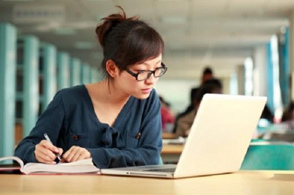 Bùng nổ trào lưu học trực tuyến: Lợi hay hại? - ảnh 1