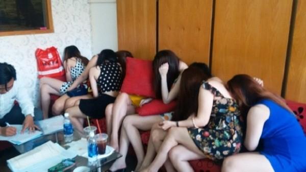 Phố hớt tóc có chân dài bán dâm 1 triệu đồng/lượt ở Sài Gòn - ảnh 1