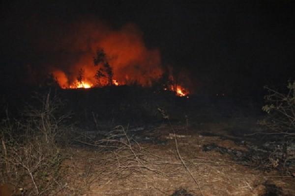 Cháy kho đạn cũ ở Gia Lai, nhiều tiếng nổ lớn - ảnh 1