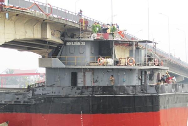 Tàu đâm va vào cầu An Thái hết hạn kiểm định, đi sai luồng tuyến - ảnh 1