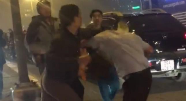 Thanh niên bỏ mạng vì xin lỗi sau va chạm giao thông ở Hà Nội - ảnh 1