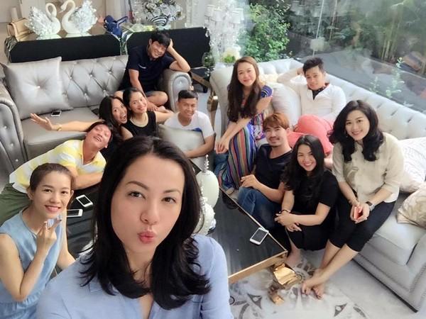 Ngọc Thúy làm party vui vẻ, dù 'tình địch' Phan Như Thảo nổi đóa - ảnh 3
