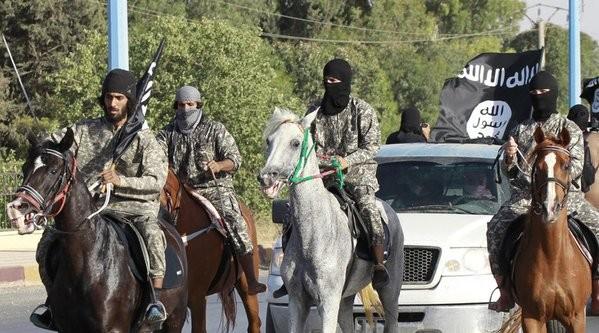 Người dân Iraq biểu tình, yêu cầu quân đội không kích đáp trả IS - ảnh 1