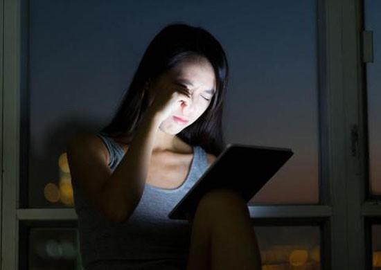 Cô gái trẻ suýt bị mù vì xem phim Hàn Quốc trong suốt 18 giờ - ảnh 1