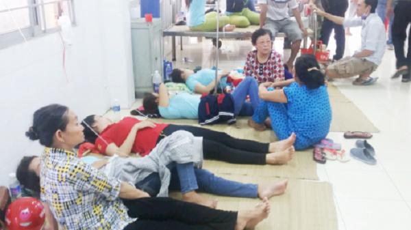 Sau bữa cơm trưa, gần trăm công nhân nhập viện cấp cứu - ảnh 1