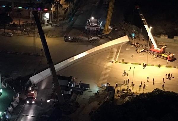 Vụ dầm thép 140 tấn đổ sập giữa đêm: Nhà thầu nói gì? - ảnh 1