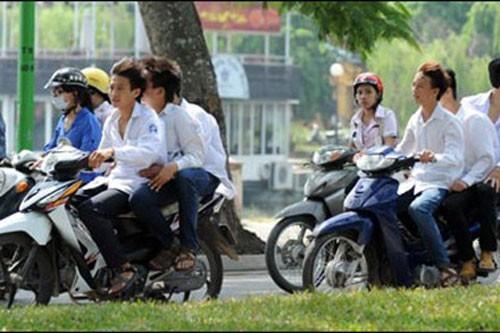 Tranh cãi về quy định buộc nghỉ học vì vi phạm giao thông - ảnh 1
