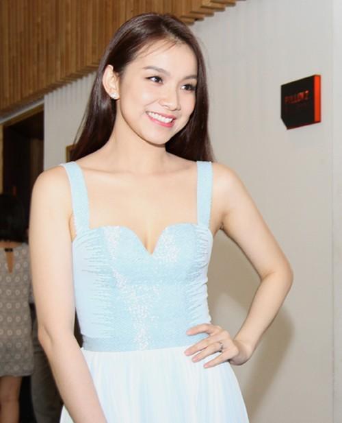 Ái Châu 'rủ' Hoa hậu Thùy Lâm buông lơi vòng một hút mọi ánh mắt - ảnh 2