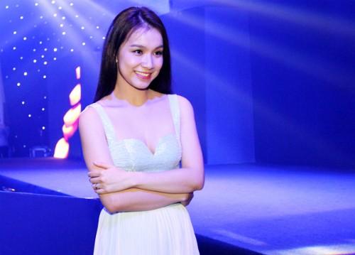 Ái Châu 'rủ' Hoa hậu Thùy Lâm buông lơi vòng một hút mọi ánh mắt - ảnh 4