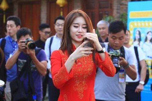 Fan Việt náo loạn vì nhóm T-ara diện áo dài thướt tha tại Sài Gòn - ảnh 7