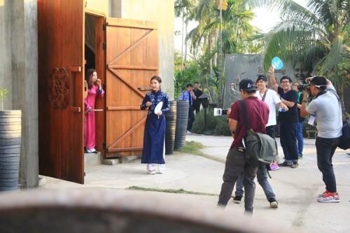 Fan Việt náo loạn vì nhóm T-ara diện áo dài thướt tha tại Sài Gòn - ảnh 5