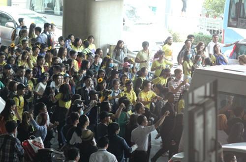Fan Việt náo loạn vì nhóm T-ara diện áo dài thướt tha tại Sài Gòn - ảnh 4
