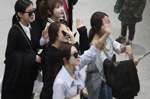 Fan Việt náo loạn vì nhóm T-ara diện áo dài thướt tha tại Sài Gòn - ảnh 3