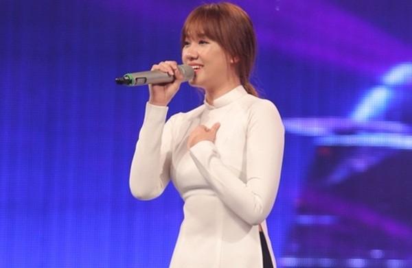 Clip: Trấn Thành vẫn đăm chiêu lắng nghe dù Hari Won hát thảm họa - ảnh 2