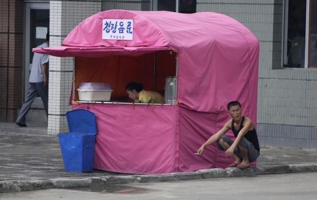 Người Triều Tiên bất chấp mạng sống để dùng điện thoại chợ đen - ảnh 1