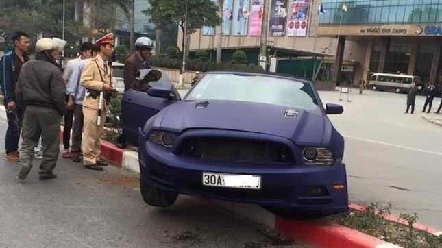 Hà Nội: Xe 'cơ bắp' Ford Mustang bản đặc biệt lại gặp nạn - ảnh 1