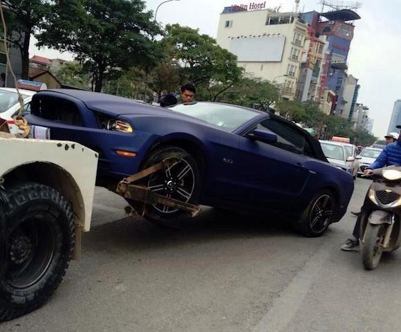 Hà Nội: Xe 'cơ bắp' Ford Mustang bản đặc biệt lại gặp nạn - ảnh 3