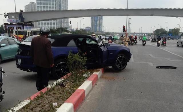 Hà Nội: Xe 'cơ bắp' Ford Mustang bản đặc biệt lại gặp nạn - ảnh 2