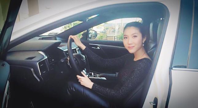 Ngọc Quyên 'tậu' xế hộp Lexus sau scandal sóng gió hôn nhân - ảnh 2