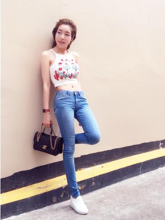 'Gái 2 con' Elly Trần diện áo crop top khoe 3 vòng bốc lửa - ảnh 3