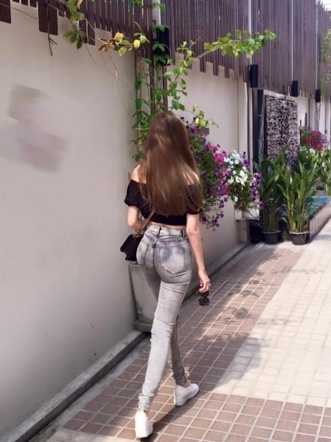 'Gái 2 con' Elly Trần diện áo crop top khoe 3 vòng bốc lửa - ảnh 7