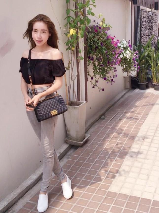 'Gái 2 con' Elly Trần diện áo crop top khoe 3 vòng bốc lửa - ảnh 6